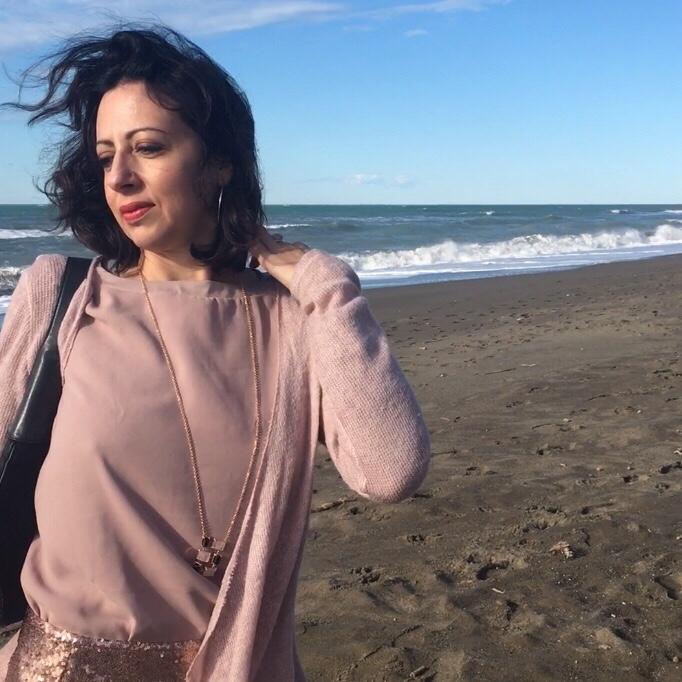 Come vestirsi per Natale: l'outfit rosa cipria della collezione Esmara di Heidi Klum per Lidl