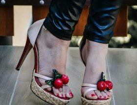 Sandali rossi con decorazione a ciliegia - The Fashion Cherry Diary