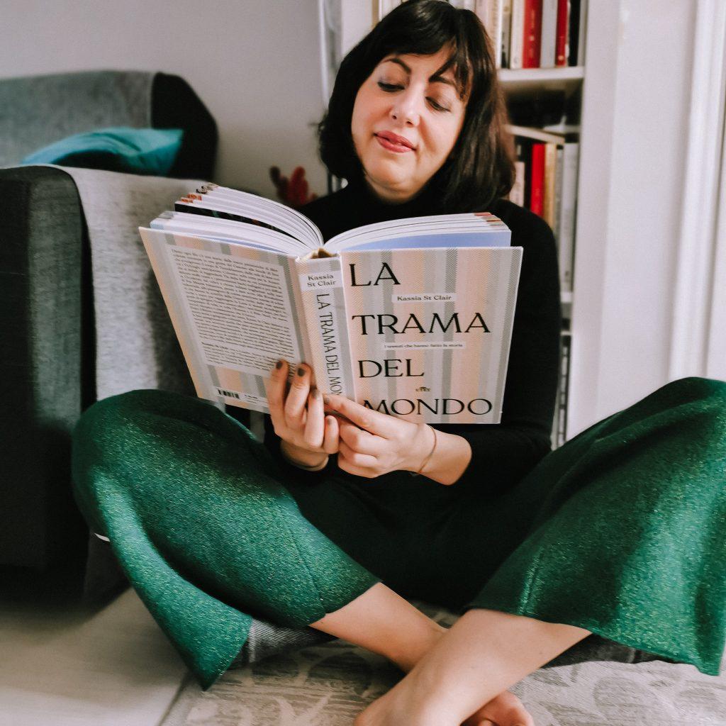 """Isabella The Fashion Cherry Diary legge il libro """"La trama del mondo""""- Recensione libro"""