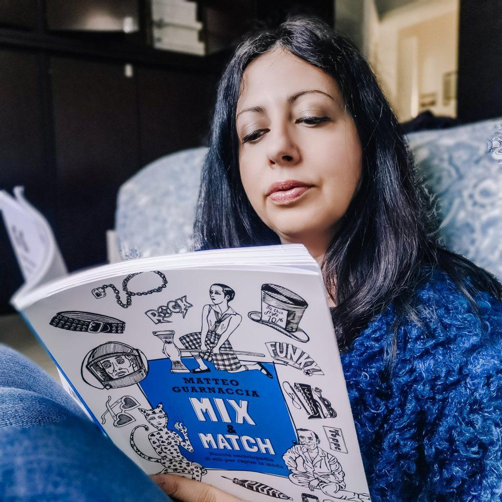 Isabella The Fashion Cherry Diary legge il libro di Matteo Guarnaccia Mix&Match