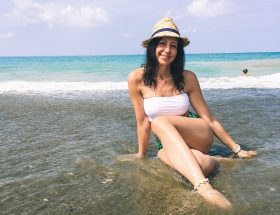 Come preparo la mia pelle per l'estate - The Fashion Cherry Diaryseduta in acqua